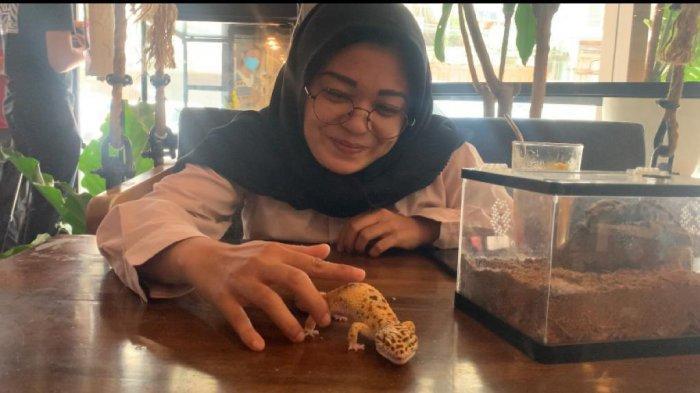Sensasi Nongkrong di KOHI 91 Cafe, Kulineran Sambil Bermain dengan Reptil
