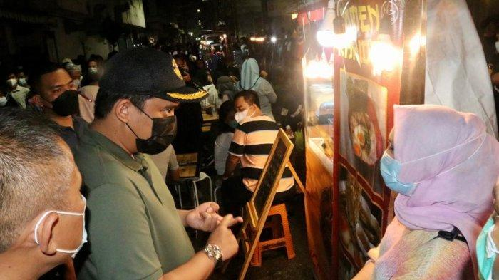 Pantau Penerapan Prokes di Kesawan City Walk, Walkot Bobby Minta Stand UMKM Jaga Jarak