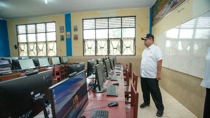 Akhyar Nasution Tinjau Persiapan Ujian CPNS di SMP Negeri 1 Medan