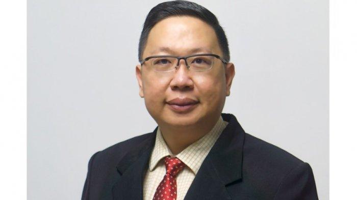 Penulis (Dr. Hendra) adalah Dosen Manajemen Pemasaran Internasional dari Politeknik Wilmar Bisnis Indonesia dan Exclusive Facilitator Trainer dari MarkPlus Institute.