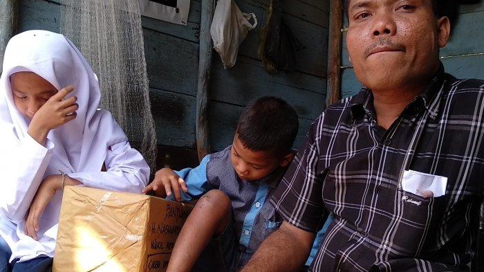 Anak Sulung Sutan Siregar Menangis Dapat Bantuan Buku, Bercita-cita Menjadi Dokter