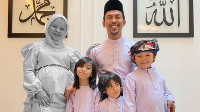 Siti Sarah bersama keluarga