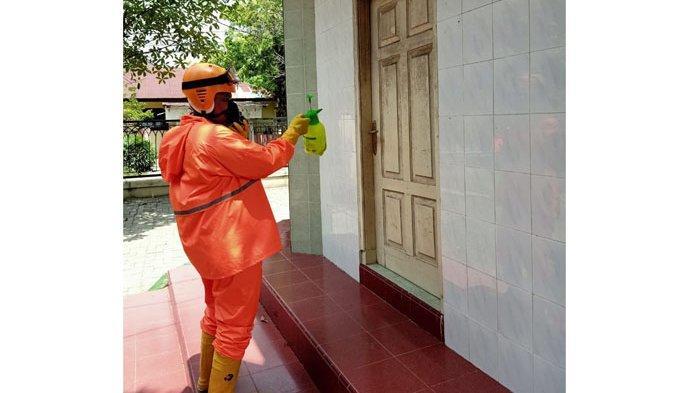 Cegah Virus Corona, UPZ PT Bank Sumut dan Rumah Zakat Semprot Disinfektan di 40 Titik Kota Medan