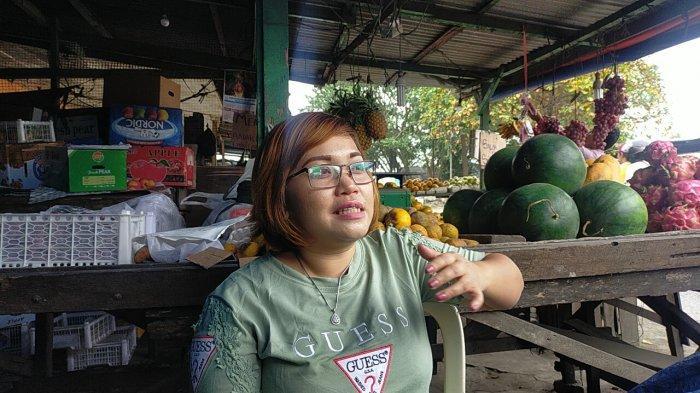 Viralnya Video Seorang Perempuan Pedagang Buah Dipalak Preman 'Lontong'