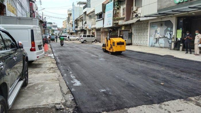 Jalan Taruma Medan Petisah Diperbaiki, Warga Khawatir Mudah Rusak karena Aspalnya Terlihat Tipis