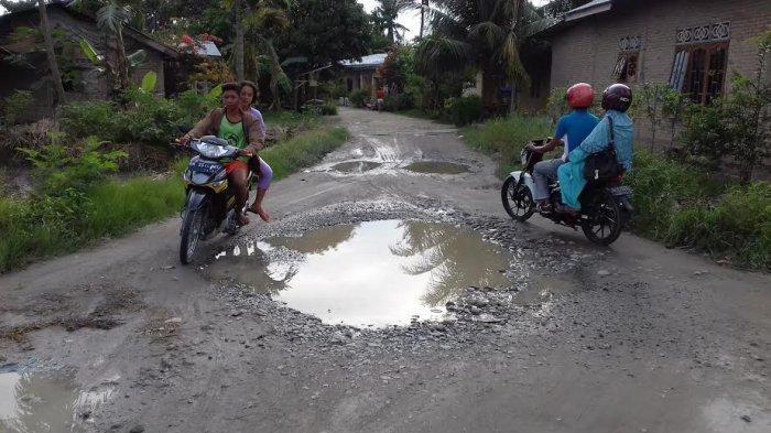 Untuk 2017, Pemkab Sediakan Rp 125 Miliar Memperbaiki Jalan Rusak
