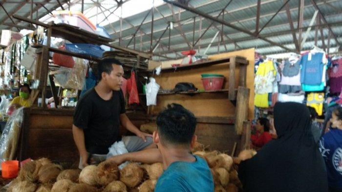 Sehari Jelang Lebaran, Permintaan Kelapa Naik 100 Persen di Medan