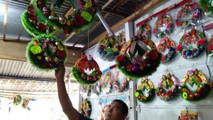 Jelang Natal, Pedagang Kerajinan Tangan di Siantar Ubah Limbah Plastik Jadi Pernak-pernik Natal