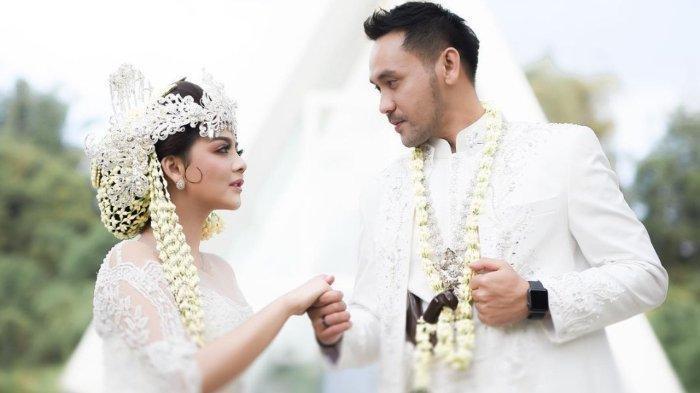 Pernikahan Jenita Janet dan Danu Sofwan