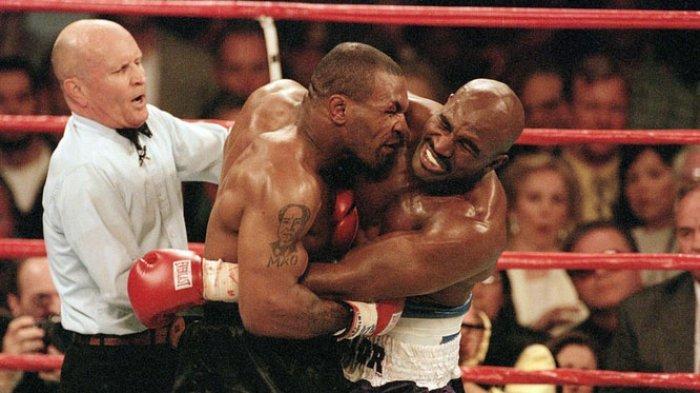Evander Holyfield vs Vitor Belfort, Pengamat Nilai Penakluk Tyson Sudah Terlalu Tua