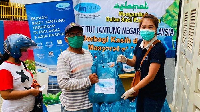 Peduli Warga Terdampak Covid-19, Perwakilan IJN Malaysia di Medan Bagi-bagi Sembako