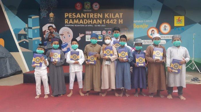 BERITA FOTO Pemuda Pemudi Kampung Sejahtera Gelar Pesantren Kilat Ramadan 1442 H di Medan