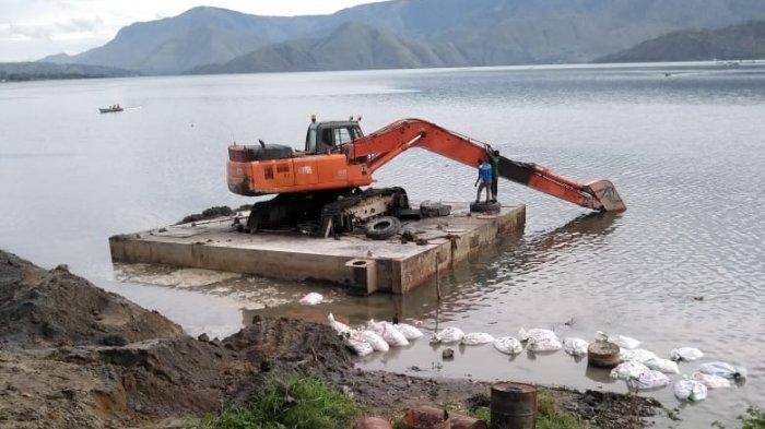 Bau Menyengat Muncul di Lokasi Matinya Ratusan Ton Ikan Keramba Jaring Apung
