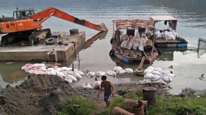 Ratusan Ton Ikan KJA Mati Mendadak di Danau Toba, Pengamat Lingkungan: Faktor Kelebihan Kapasitas