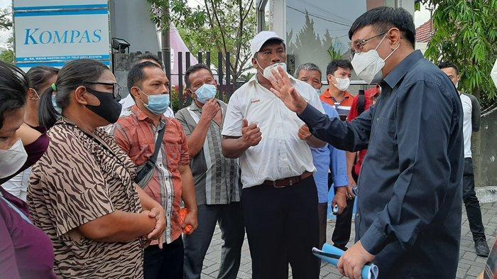 Peternak Babi Mohon-mohon Sambil Menangis di Hadapan Anggota DPR Djarot Saiful Hidayat