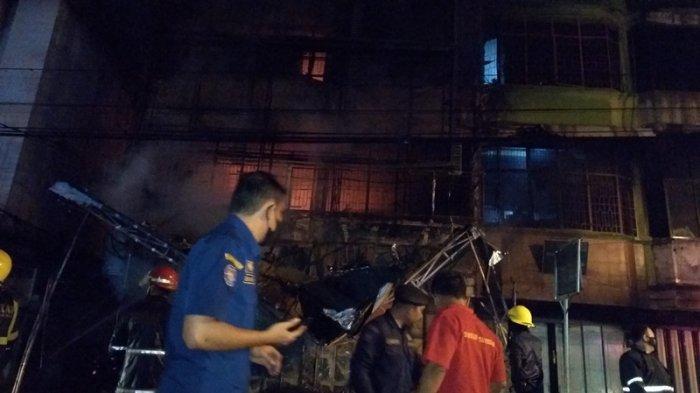 BREAKING NEWS KEBAKARAN di Jalan Brigjen Zein Hamid Medan Dini Hari Tadi Toko Perabot Ludes