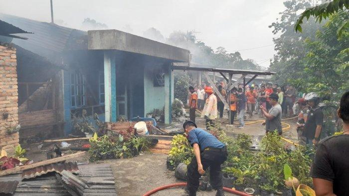 Dua Rumah Gandeng di Panombeian Panei Dilalap Si Jago Merah