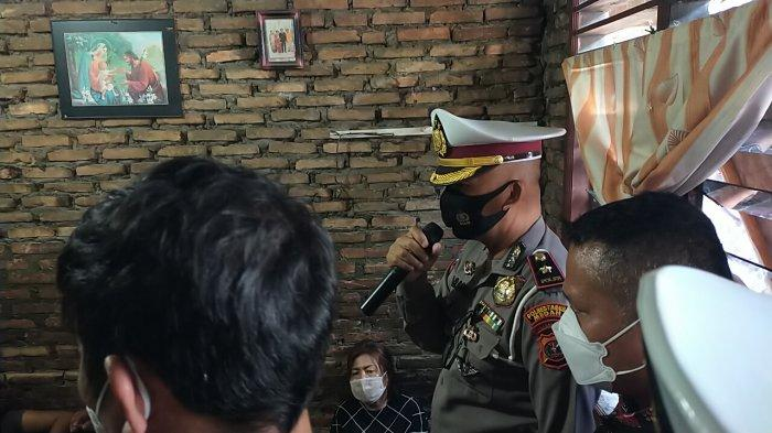 Pihak Polda Metro Jaya langsung mendatangi rumah korban, Fery Saut Simanjuntak (28) di Jalan Perwira I Gang Asbes, Kelurahan Pulo Brayan Bengkel, Medan Timur untuk mengucapkan belasungkawa, Jumat (26/2/2021).