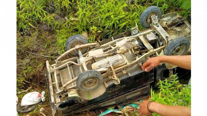 Pikap L300 jatuh ke jurang di Desa Hitetano Toba