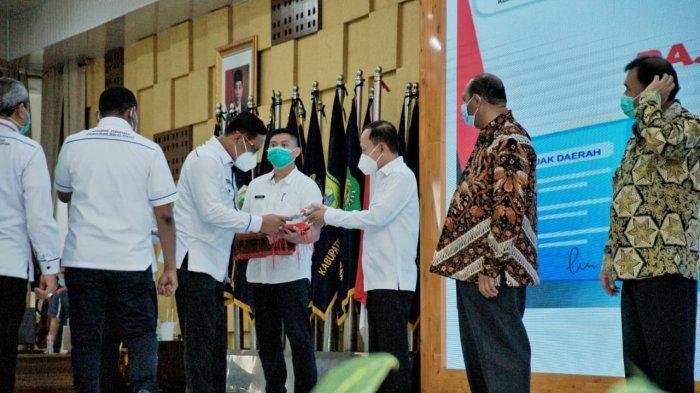 Pjs Wali Kota Medan Terima 6 Sertifikat Aset Tanah Milik Pemkot Medan dari BPN