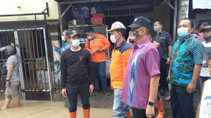 Tinjau Kondisi Titik Banjir di Kota Medan, Pemkot Medan Imbau Masyarakat Tetap Siaga