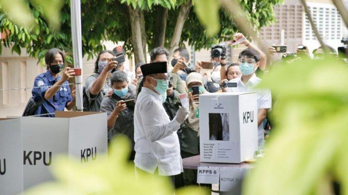 Turut Rayakan Pesta Demokrasi, Plt Wali Kota Medan Gunakan Hak Pilihnya di TPS 22