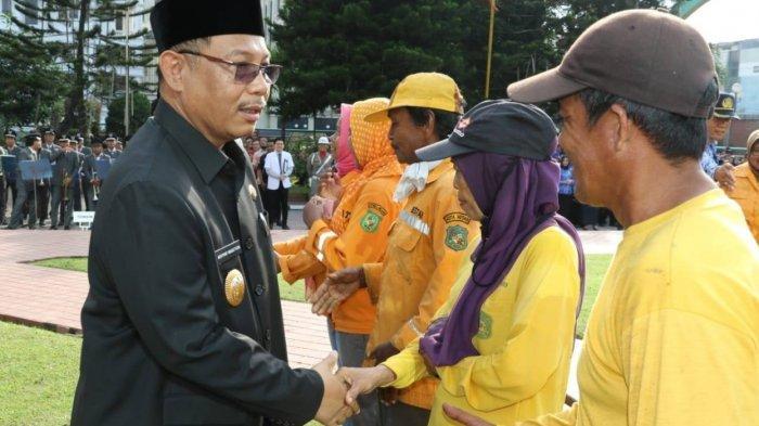 Hari Pahlawan, Pemko Medan Beri Penghargaan Pada Petugas Kebersihan, Akhyar: Tugas Kalian Mulia