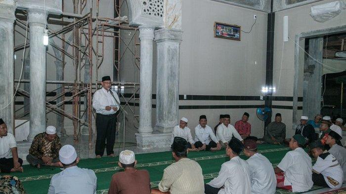 Ini yang Dilakukan Akhyar, Saat Safari Magrib ke Masjid Al Ikhwan