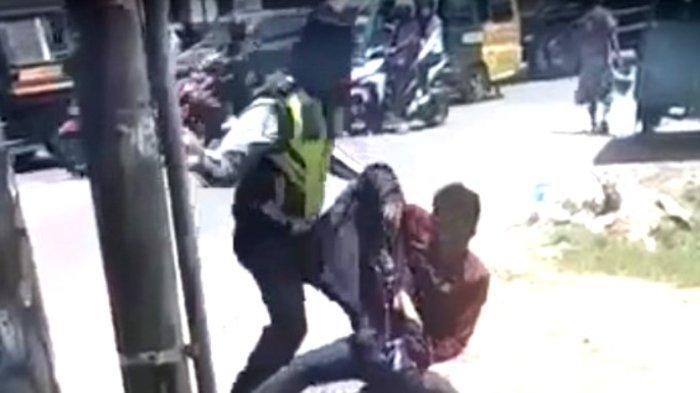 VIDEO VIRAL Detik-detik Oknum Polisi Berseragam Hajar Warga sampai Tergeletak di Pinggir Jalan