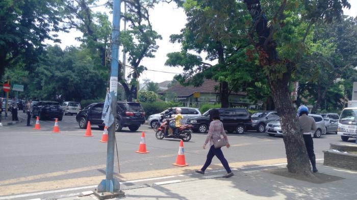 Buruh Demo, Arus Kendaraan di Jalan Diponegoro Dialihkan