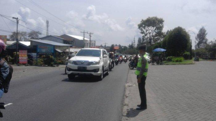 PARADE FOTO: Pengaturan Arus Lalu Lintas di Jalur Wisata - polisi-di-green-hill-tribun_20170430_182101.jpg