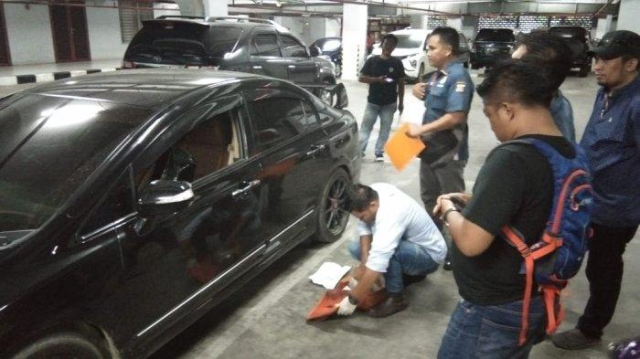 VIDEO Aksi Pencurian Modus Pecah Kaca Mobil di Parkiran Kantor DPRD Sumut