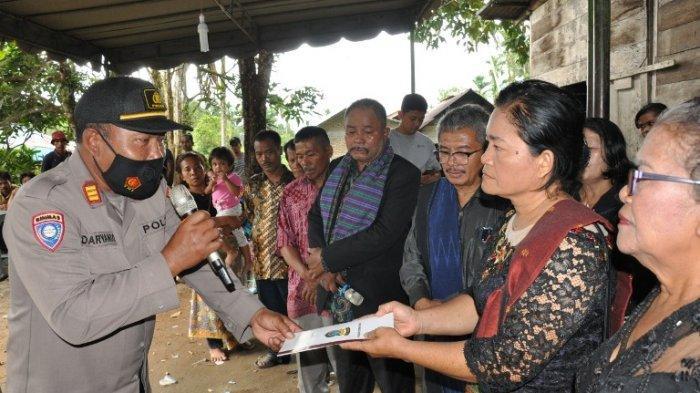 Anak buah Kapolres beri tali asih untuk keluarga Todu Silaban