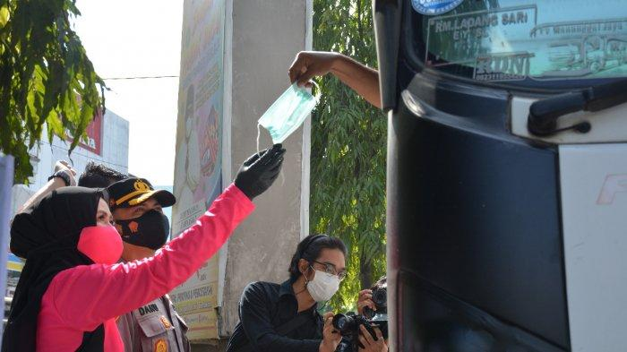 Kapolres Langkat AKBP Danu Pamungkas Bagikan 5000 Masker, Sosialisasi Prokes Covid-19