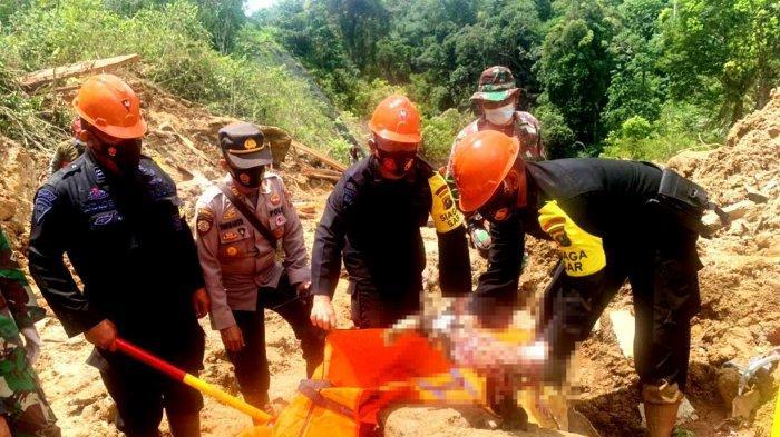 Petugas gabungan dari Brimob dan TNI menemukan potongan tubuh manusia berupa lengan tangan di lokasi longsor areal PLTA Batangtoru, Jumat (30/4/2021) kemarin.