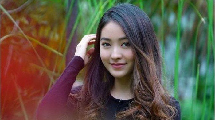 Pikat Mata Netizen, Pose Natasha Wilona Berbalut Dress Hitam Transparan Dipuji Mirip Idol Korea