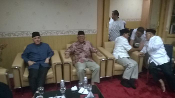 Hatta-Akbar Tanjung Berbincang, Prabowo-Ical-Fadli Zon Bisik-bisik