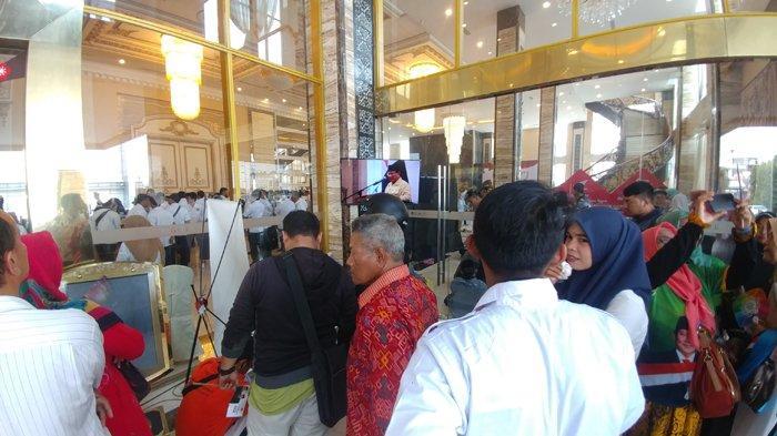 Prabowo Kunjungi Kota Medan Ribuan Pendukung Capres 02 Padati Regale International Convention Centre