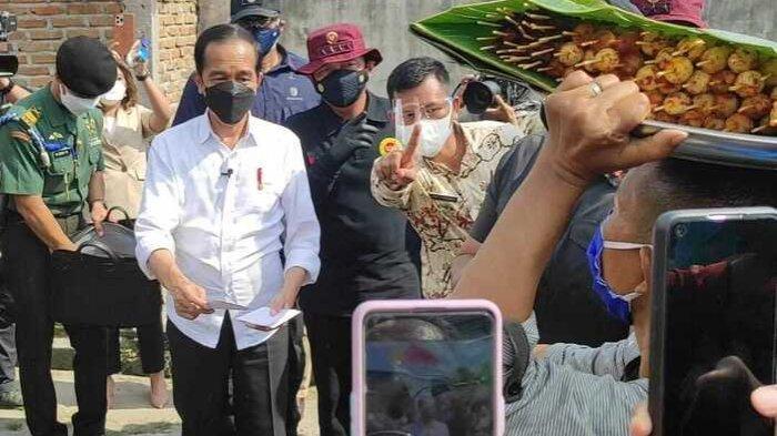 Dapat Amplop Putih dari Jokowi, Pedagang Satai Kerang di Beringin Gratiskan Jualannya