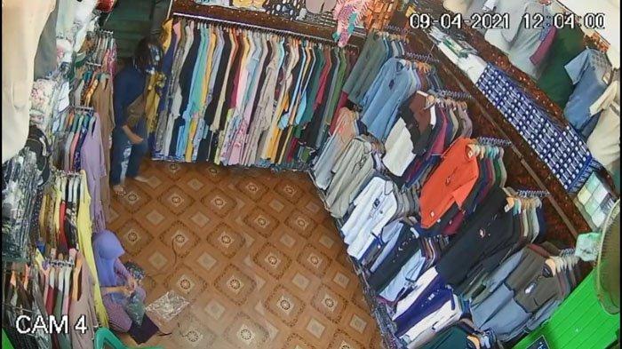 Pria Berhelm Terekam CCTV Mencuri Handphone di Sejumlah Toko di Kisaran