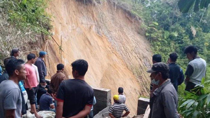 Terkendala Hujan Deras, Proses Pencarian Tiga KorbanLongsor di Desa Sugihen Dilanjutkan Besok