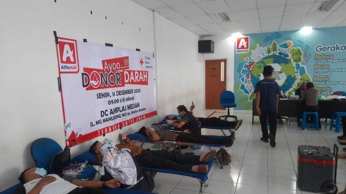 Alfamidi Cabang Medan Gelar Kegiatan Donor Darah dan Bantu Korban Banjir di Deli Serdang