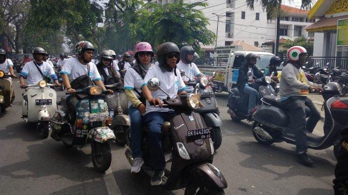 Komunitas Vespa Gelar Konvoi di Kota Medan Rayakan Ultah Vespa Primavera yang ke-50