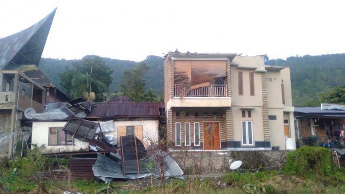 24 Rumah Rusak Diterjang Puting Beliung di Samosir