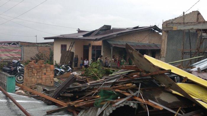 Korban Bencana Puting Beliung Dimakamkan, Istri Ungkap Hal yang Memilukan