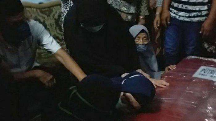 PASUTRI Korban SJ182 Ihsan dan Putri Dimakamkan Terpisah, Suami di Pontianak, Istrinya di Pekanbaru