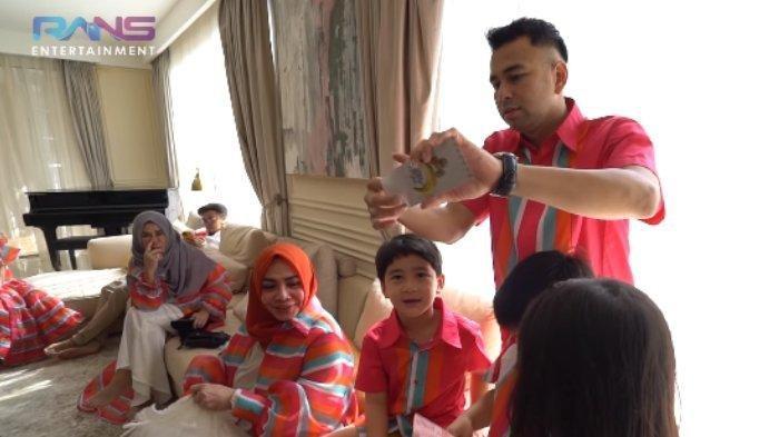 Raffi Ahmad Desak Rafathar Buka Amplop THR dari Rieta Amilia, Rafathar Sindir Ayahnya