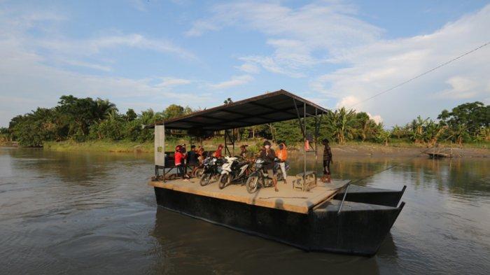 Pemudik Diduga Naik Rakit di Sungai Ular Hindari Penyekatan Arus Mudik Lebaran