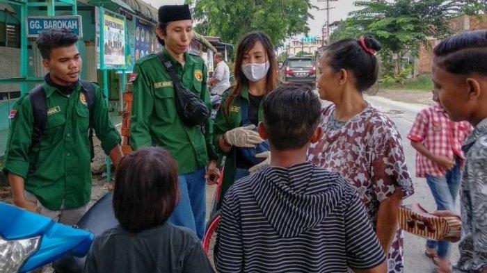 Berbagi Berkah Ramadan, Kolaborasi Komunitas Pecinta Alam di Medan Bagi Sembako untuk Anak Yatim