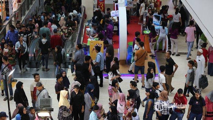 FOTO-FOTO Dua Hari Jelang Lebaran, Pusat Perbelanjaan di Medan Dipadati Warga - ramai-pengunjung-mal-1.jpg